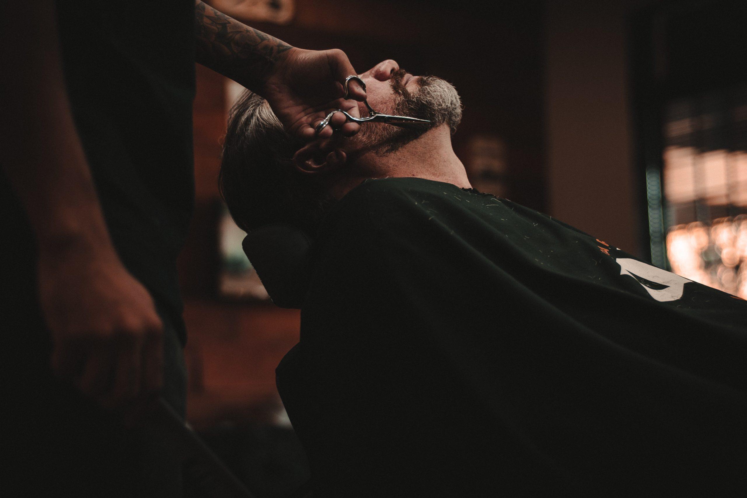 Définir les contours du cou